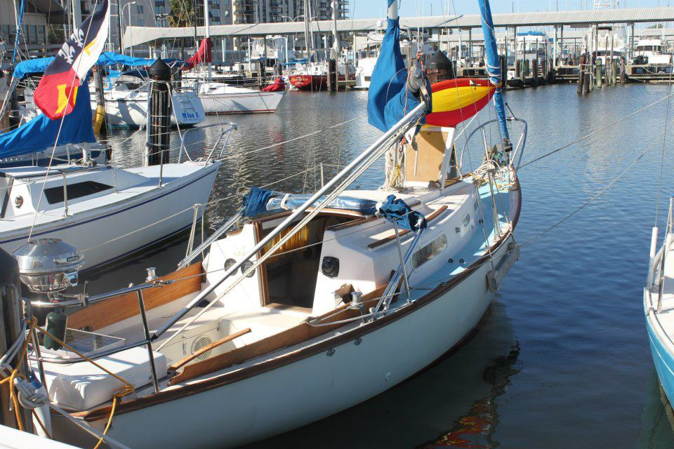Cape Dory 25 gallery image with filename: capedory25-papillion-docked.jpg