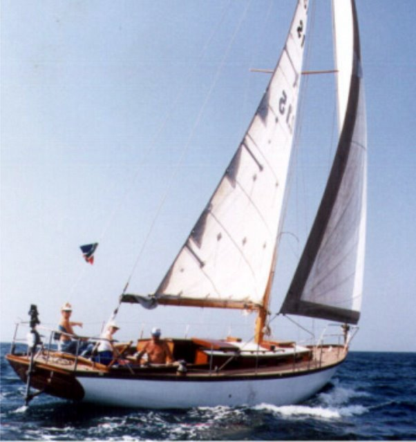 Francis Kinney Pipedream 37 gallery image with filename: franciskinneypipedream37-andante-undersail.jpg