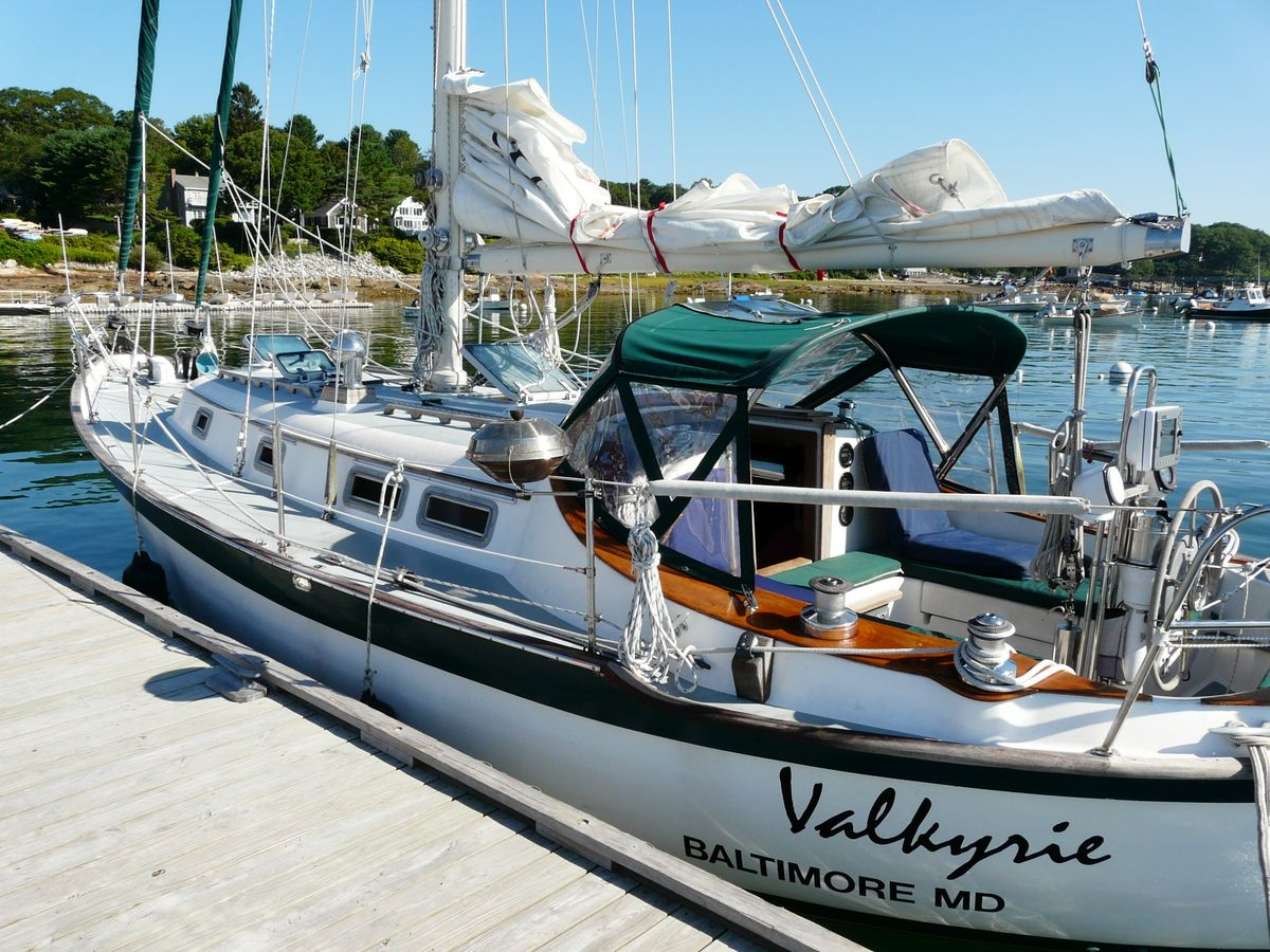 Southern Cross 35 gallery image with filename: southerncross35-valkyrie-docksideaft.jpg
